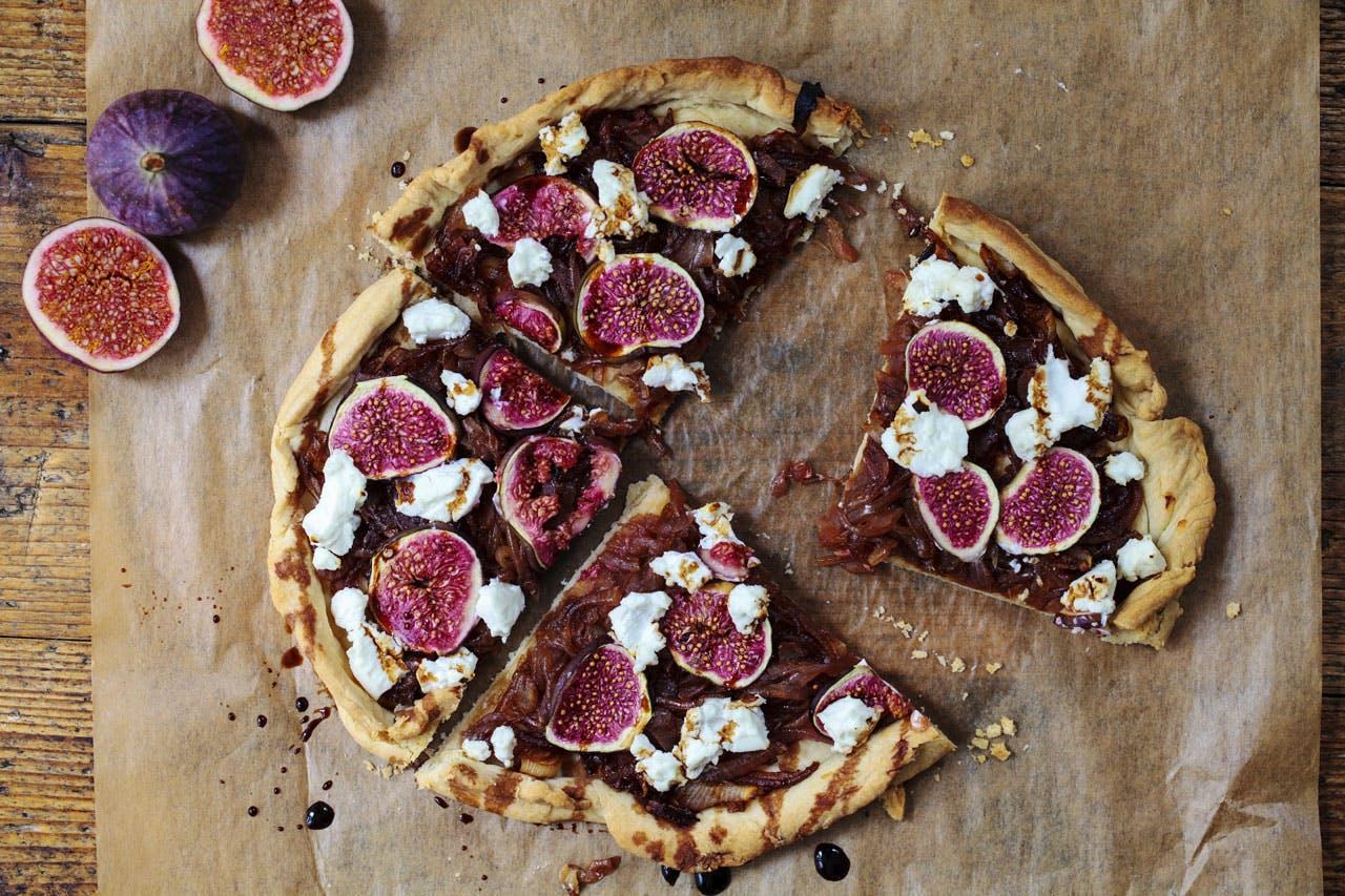 Caramelized onion, fig & goat cheese tart Image