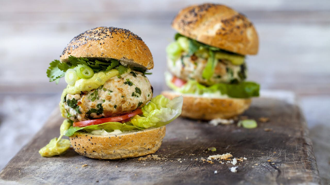 Spicy guacamole turkey burgers